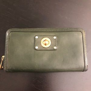 Marc by Marc Jacobs Totally Turnlock ZIP Wallet